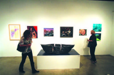 Art exhibit reception features live art performances by students