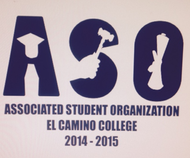 Student government announces T-shirt design winner during meeting